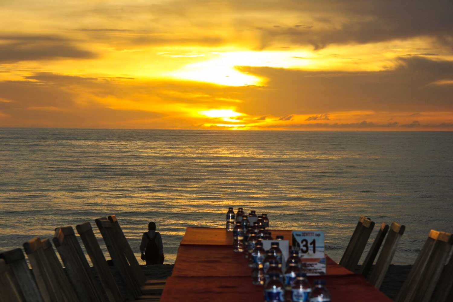 jimbaran dinner beautiful sunset